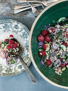 farro with tomato, onion and basil.....<3 and seriously pretty fOOd pics here tOO...check out the archives!!!
