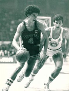 Drazen Petrovic y su hermano Alexander Basketball Legends, Basketball Players, Mexico 68, Shooting Guard, Wnba, Sport Photography, Best Player, Cool Pictures, Athlete