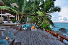 A beautiful deck with a spectacular view in Seychelles!