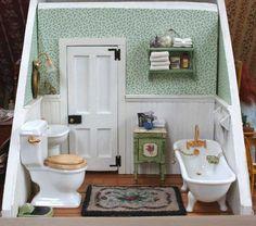 miniature bathroom room box by Vitrine Miniature, Miniature Rooms, Miniature Crafts, Miniature Houses, Miniature Furniture, Doll Furniture, Dollhouse Furniture, Miniature Kitchen, Attic Renovation