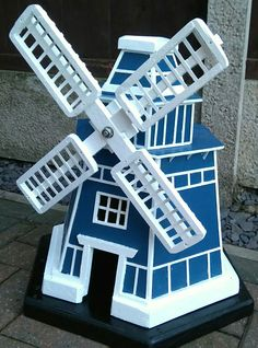 How To Build A Garden Windmill Out Of A Pallet & Other Reclaimed Wood