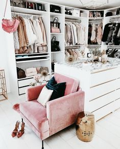 When you are thinking about redoing your home, one aspect that you should carefully consider redoing is the closet. The problem is you may not know the benefits of using the dream closets designs to Dressing Room Closet, Closet Bedroom, Master Closet, Rangement Makeup, Dressing Room Design, Glam Room, Dream Closets, Closet Designs, Beauty Room