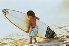 These Child Surf Prodigies Riding The Waves Are Totally Adorable Surfer Baby, Surfer Dude, Soul Surfer, E Skate, Sup Yoga, I Love The Beach, Beautiful Beach, Surf Style, Surfs Up