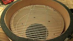 Learn to smoke with your Kamado Joe grill with the use of a heat deflector and indirect cooking at low temperatures. Akorn Grill, Kamado Grill, Kamado Joe, Smoke Grill, Grill Time, Grilling, Outdoor Oven, Outdoor Cooking, Cooking Gadgets