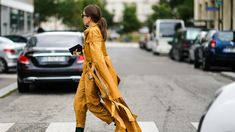 """Street style from Paris Fashion Week Spring Photo: Edward Berthelot/Getty ImagesEvery time I hear someone bemoaning their lack of productivity or extolling the benefits of a """"flow state"""" I think Corporate Outfits, Copenhagen Fashion Week, People Dress, Basic Outfits, Streetwear Fashion, Female Models, Work Wear, What To Wear, Fashion Photography"""