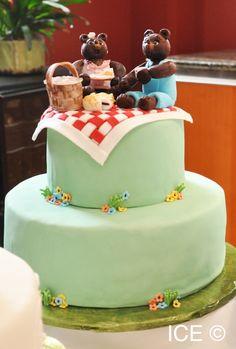 A teddy bears' picnic cake