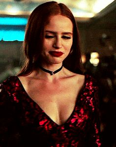 Cheryl Blossom's speakeasy outfit appreciation. Cheryl Blossom Riverdale, Riverdale Cheryl, Bughead Riverdale, Cheryl Blossom Aesthetic, Madelaine Petsch, Beautiful Christmas Scenes, Ginger Girls, Lydia Martin, Celebs
