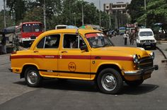 Yellow taxi in Kolkata by asien 2010
