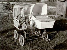 These retro prams are the ultimate! When I was born, my mother wheeled me around in style with a high pram with springs for comfort and style. This was (and still is) called a kočárek or kočár, a coach (or buggy). Vintage Stroller, Vintage Pram, Pram Stroller, Baby Strollers, Twin Pram, Bring Up A Child, Prams And Pushchairs, Baby Buggy, Dolls Prams