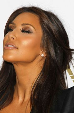 http://www.hotkimkardashian.net/wp-content/uploads/2014/08/Kim-Kardashian-Eye-Makeup-Close-Up.jpg