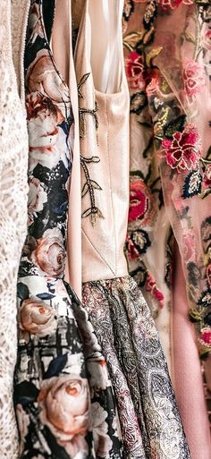 Beautiful blush detailing with these adorable vintage printed dresses Baroque Dress, Dream Dress, Dress Me Up, World Of Fashion, Runway Fashion, Style Inspiration, Clothes For Women, My Style, How To Wear