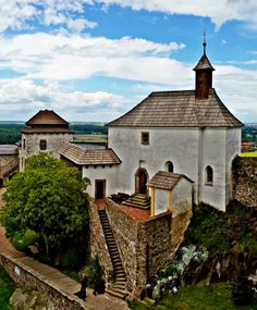 Kunětická Hora castle (East Bohemia), Czechia Praha, Historical Monuments, Manor Houses, Chateaus, Fortification, Beautiful Places In The World, Palaces, Czech Republic, Medieval