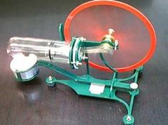A green Stirling Engine from Forest Classics Mechanical Design, Mechanical Engineering, Bahay Kubo, Stirling Engine, Motor Engine, Engine Repair, Combustion Engine, Energy Projects, Woodworking Workshop