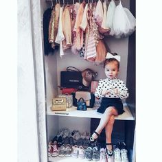 La imagen puede contener: una persona, calzado e interior Little Girl Outfits, Cute Outfits For Kids, Cute Kids, Cute Babies, Baby Girl Fashion, Toddler Fashion, Kids Fashion, Baby Kind, My Baby Girl