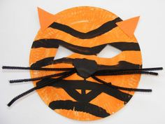 Make a tiger mask out of a paper plate. Preschool Projects, Preschool Crafts, Art Projects, Paper Plate Masks, Paper Plate Crafts, Paper Plates, Tiger Mask, Tiger Crafts, Orange Paper
