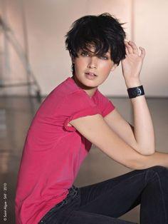 Alessandra Sublet Les jambes, pieds et talons hauts vus