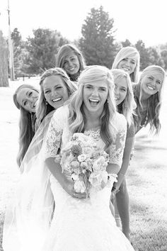 30 Fun Bridal Party Photos - some fun ones, even if not getting married! Dream Wedding, Wedding Day, Trendy Wedding, Party Wedding, Wedding Shot, Wedding Girl, Quirky Wedding, Wedding Themes, Perfect Wedding