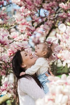 Family photoshoot in Germany within blooming magnolia trees Mommy Daughter Photography, Mother Daughter Photography, Children Photography, Family Photography, Mother Daughter Pictures, Mother Daughters, Spring Family Pictures, Mommy And Me Photo Shoot, Outdoor Family Photos