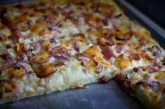 Kóstoltad már a töki pompost? Ha nem, akkor itt az ideje a kedvenceddé tenni! Taco Pizza, Hungarian Recipes, Bread Rolls, Hawaiian Pizza, International Recipes, Cake Recipes, Bakery, Food And Drink, Healthy Recipes