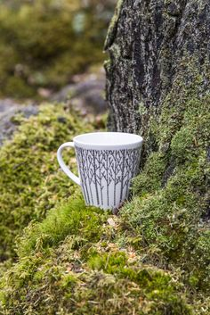 Metsikkö Mug | Designer Minna Niskakangas wanted to bring the beauty of forest into our urban everyday life. Traditional Finnish forest lives in modern Metsikkö (Grove) tableware series. The body  has been designed by Lasse Kovanen.