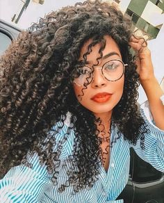 Great Ideas For Curly Hair Ideas What is the best haircut for curly hair? Haircuts For Curly Hair, Kinky Curly Hair, Messy Hairstyles, Pretty Hairstyles, Curly Hair Styles, Natural Hair Styles, Afro Girl, Curly Girl, Daniel Santos
