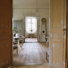 Gustavian/Swedish country style decor. I am in LOVE with this!