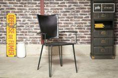 Questa sedia è molto versatile e potrà essere utilizzata sia in ufficio sia intorno al tuo tavolo da pranzo, magari combinata con la nostra sedia doppia che porta lo stesso nome.