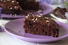 Gâteau au chocolat avec glaçage avec Thermomix, une recette d'un gâteau facile, inratable, super moelleux et léger sans oeufs ni beurre.