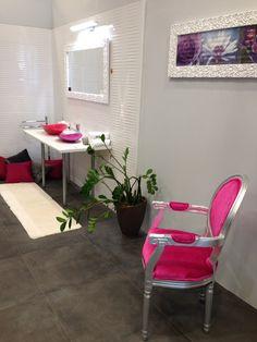 A 18. Szolnoki Utazás kiállítás, melynek keretén belül először került megrendezésre az Otthon és Kert Expo. Szeretnénk megköszönni, hogy eljöttetek, és ismét részt vettetek egyik eseményünkön. Legközelebb a Lakásbörzén várunk benneteket, amely Budapesten a Lurdy Házban kerül megrendezésre Április 22-23-24.-én! Accent Chairs, Furniture, Home Decor, Upholstered Chairs, Decoration Home, Room Decor, Home Furnishings, Home Interior Design, Home Decoration