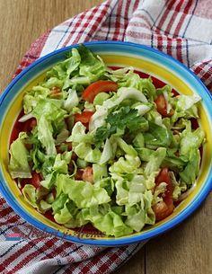 Cea mai simplă rețetă de salată verde cu roșii și castraveți (rețeta video). Cum poți face o salată simplă și hrănitoare în doar 10 minute. Lettuce, Tacos, Vegetables, Mai, Ethnic Recipes, Ice Cream, Food, Green, No Churn Ice Cream