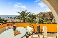 Las Palmas De Gran Canaria villa for sale € Palm Garden, Tropical Garden, Find Property, Property For Sale, Dream Properties, Canary Islands, Apartments For Sale, Beach Fun, Swimming Pools