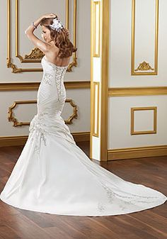 Sweetheart Satin Luxurious Embroidery Court Train  Wedding Dress picture 2