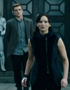 oh no, this is the scene where the old man gets shot. did you see the look on Peeta's face when the door shut and the gun went off? PRICELESS. but the looks they have on now look like they are in disbelief.