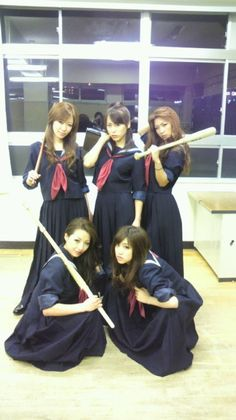 lol, japanese girl gang.