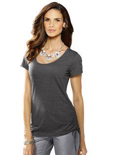 Shirt mit seitlicher Raffung zum Variieren der Länge. Figurbetonte Form, Länge in Gr. 38 ca. 68 cm. Obermaterial: 65% Polyester, 35% Viskose, waschbar...