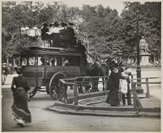 Fifth Ave omnibus with passengers, at Madison Square Park - NYC, c.1900.