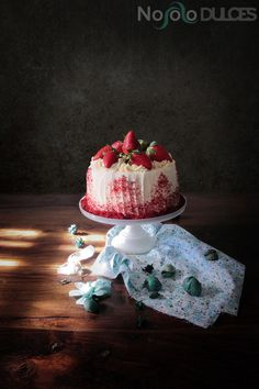 ¿Has probado la tarta red velvet? En esta ocasión te traigo una tarta caníbal, con tarta de queso dentro. ¡Perfecta para San Valentín!
