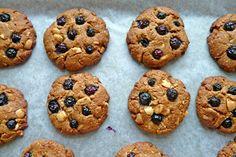 The way the cookie crumbles.: White chocolate macadamia nut cookies :)
