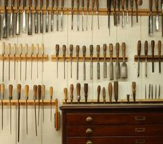 Wood tools, for all his brilliance to shine from his eyes and his fingers.