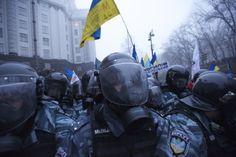 Tensione in Ucraina: unità della polizia anti-sommossa avrebbero chiuso l'istmo di accesso alla Crimea