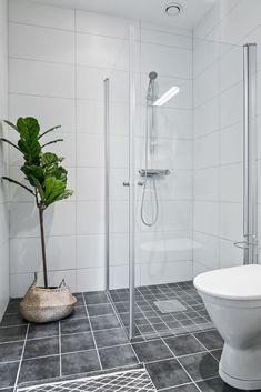 découvrir l'endroit du décor : AGENCEMENT ARDU Decoration, Toilet, Bathtub, Bathroom, Color Inspiration, Decor, Standing Bath, Washroom, Flush Toilet