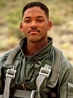 Will Smith Independance Day - sigh.Will Smith in combat gear. The Smiths, 4th Of July Movies, Rap, Independance Day, Movies Coming Out, Men In Uniform, Fine Men, Best Actor, To My Future Husband
