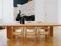 Sala de jantar com madeira e branco