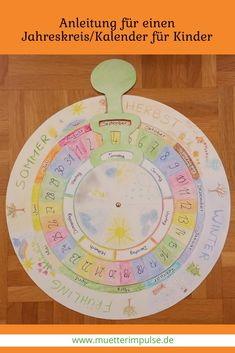 DIY instructions for Montessori annual circle / wall calendar for children Montessori Room, Montessori Activities, Diy Calender, Diy For Kids, Crafts For Kids, Montessori Practical Life, School Calendar, Nature Crafts, Kindergarten Math