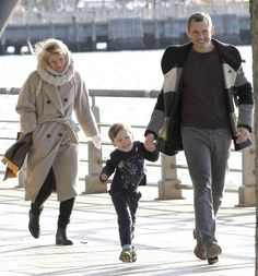 Hugh Dancy Photos Photos - Claire Danes plays tag with son Cyrus and husband Hugh Dancy in Manhattan's Hudson River Park on October 23, 2016. - Claire Danes Enjoys Family Day In Manhattan