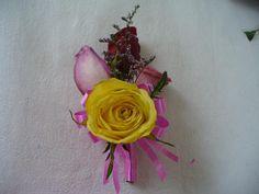 DIY Wedding Crafts : DIY Yellow Rose Boutonniere