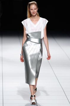 See all the Collection photos from Issey Miyake Spring/Summer 2014 Ready-To-Wear now on British Vogue Fashion Art, Runway Fashion, High Fashion, Fashion Show, Fashion Design, Fashion Details, Issey Miyake, Fashion Week Paris, Spring Fashion
