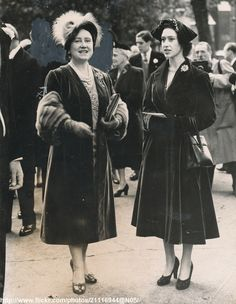 *OCTOBER 19 1951 ~ Queen and Princess Margaret attend wedding between Marquis of Blandford and Miss Susan Hornby at St.Margaret`s,Westminster,LOndon /original photo George Vi, Princess Elizabeth, Queen Elizabeth, Captain Peter Townsend, English Monarchs, Margaret Rose, Mode Chanel, Victoria, Queen Mother