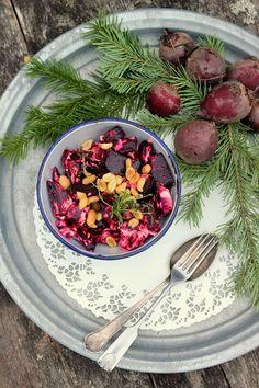 Pata porisee: Paahdetut punajuuret smetanan ja pähkinöiden kera