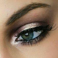 Deep plum and pink champagne eyrshadow. I used Anastasia beverly hills single shadows. Follow my instagram for more makeup inspo :airbrushedbyemily #eyemakeup #makeup #smokeyeye #anastasiabeverlyhills #plumeyes #makeupartist #makeuplook #lashes #smokeyeyes #toofaced #makeupforever #greeneyes #blueeyes #gold #purplemakeup